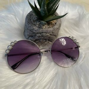 Guess round pearl Sunglasses